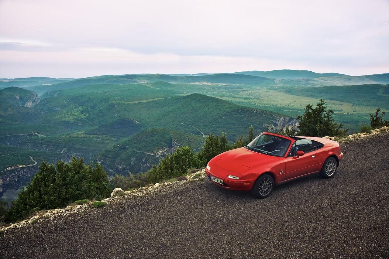 Mazda MX-5 maisemissa