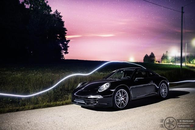 Uusi 991 Carrera S Siuntion öisillä mutkateillä. 991:n PDK on aidosti upea kaksoiskytkinvaihteisto.