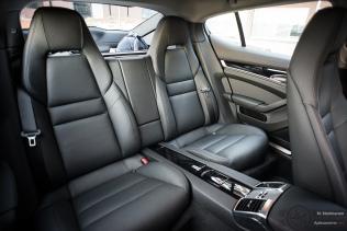 Porsche Panamera S E-Hybridin takatilat sopivat neljälle hengelle kuin nakutettu