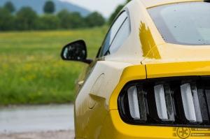Mustang takavalot